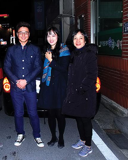 Đôi nam nữ thanh niên đã đưa chúng tôi về đến tận khách sạn ở Gyeongju.