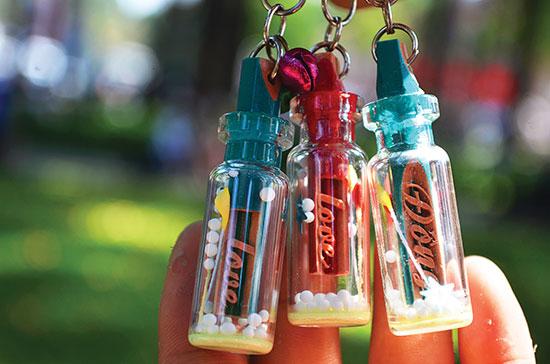 Những chiếc móc khóa đáng yêu từ những khúc bút chì.