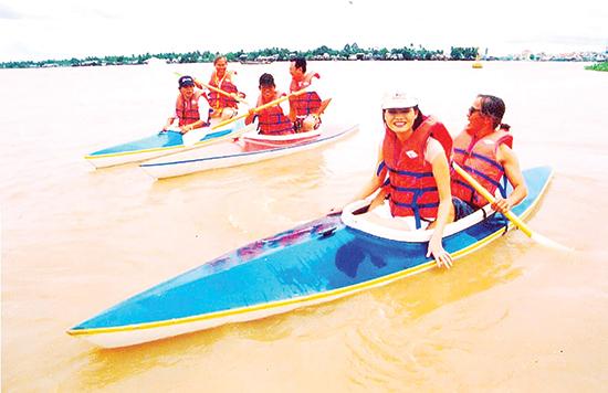 Boi-xuong-kayak-tren-song-Hau-(TCK)