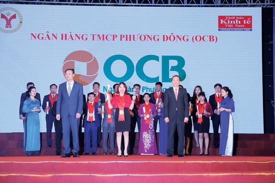 Ba Dao Minh Anh PTGD OCB nhan giai thuong Thuong hieu manh
