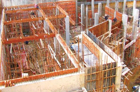 Sơn chống cháy được bao phủ cho vật liệu thép hoặc tầng hầm cho các công trình xây dựng. Ảnh: Mạnh Tùng