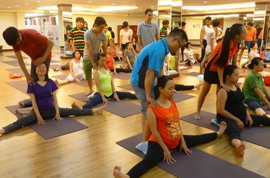 Một lớp học yoga dành cho thai phụ tại trung tâm Vyoga World .  Ảnh: Tường Vi