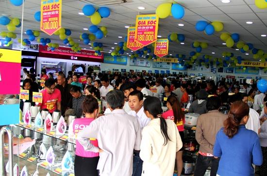 Siêu thị điện máy dienmay.com tại thành phố Bà Rịa trong ngày khai trương.