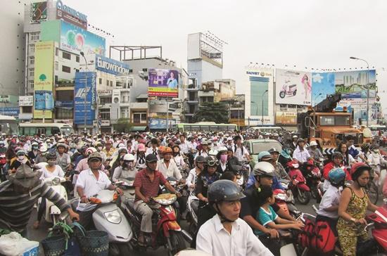 TPHCM hiện đang quản lý hơn 6,3 triệu xe máy, chưa kể xe của người dân ở các tỉnh, thành khác mang theo khi sống ở TPHCM, vì thế rất khó để thực hiện việc thu phí bảo trì đường bộ.