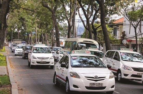 Đường Tôn Đức Thắng thường xuyên xảy ra kẹt xe, sắp tới cầu Thủ Thiêm 2 thi công phía bờ quận 1, cộng với việc thi công nhà ga Ba Son của tuyến metro số 1 tình trạng kẹt xe có thể sẽ nhiều hơn.