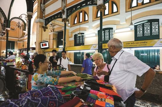 Tính đến tháng 2-2015, lượng khách quốc tế đến Việt Nam đã giảm chín tháng liên tiếp.