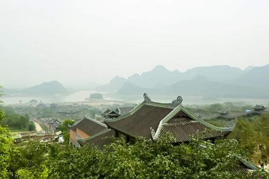 Chùa Bái Đính nhìn từ trên cao. Đây là điểm đến thu hút du khách khi ghé Ninh Bình.          Ảnh: T.L