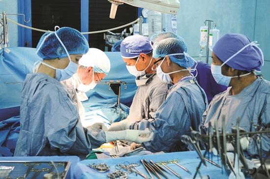 Một ca ghép gan tại Bệnh viện Nhi đồng 2. Ảnh: Bình An