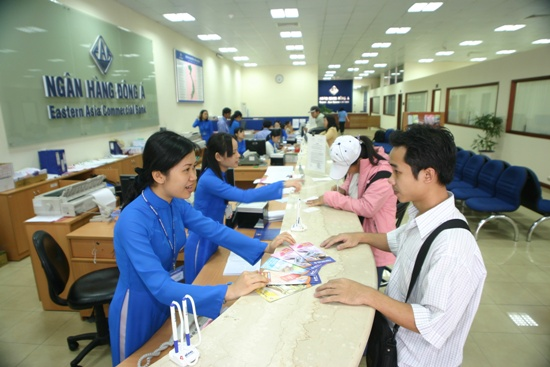 Giao dịch ở Ngân hàng Đông Á.
