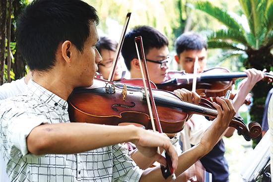 Đây là một lớp học hoàn toàn miễn phí tại công viên Tao Đàn vào mỗi cuối tuần.