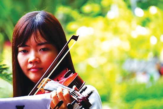 Nhóm thu hút những người yêu violin ở mọi độ tuổi.
