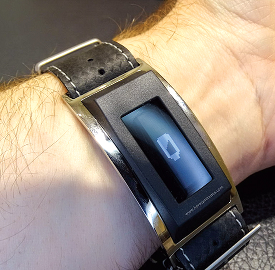 Montblanc mới tung ra đồng hồ thông minh e-Strap để hợp với xu hướng tiêu dùng mới.