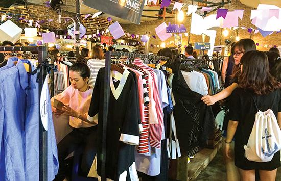 """Khách mua sắm tại cửa hàng thời trang thiết kế thường ít bị """"đụng hàng""""."""