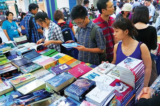 Thị trường trẻ hóa cũng là một yếu tố giúp dòng sách khai thác từ mạng xã hội thành công.