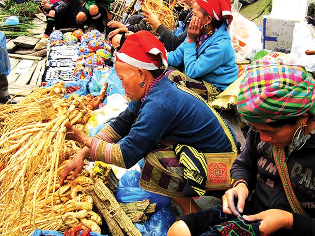 Sản vật vùng cao được bày bán tại chợ phiên.