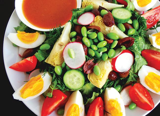 Ăn vặt bằng trái cây có thể khiến tăng cân. Ảnh: Tư liệu